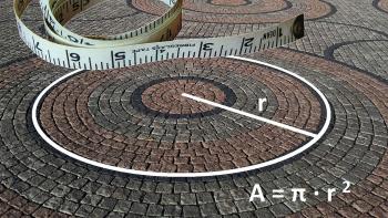 Montasje som viser en sirkel med radius markert oppå et bilde av brostein lagt i sirkelmønster, samt et målebånd og en formel for utregning av areal.